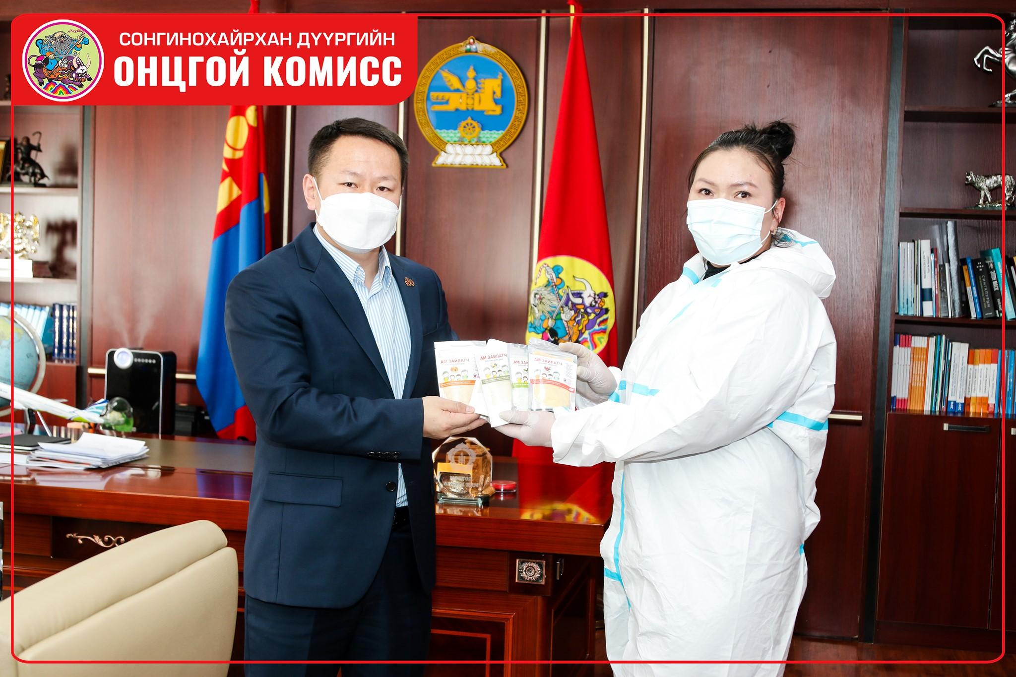 """""""Монгол анагаах давс"""" компани уламжлалт эмчилгээний бүтээгдэхүүн хандивлалаа"""