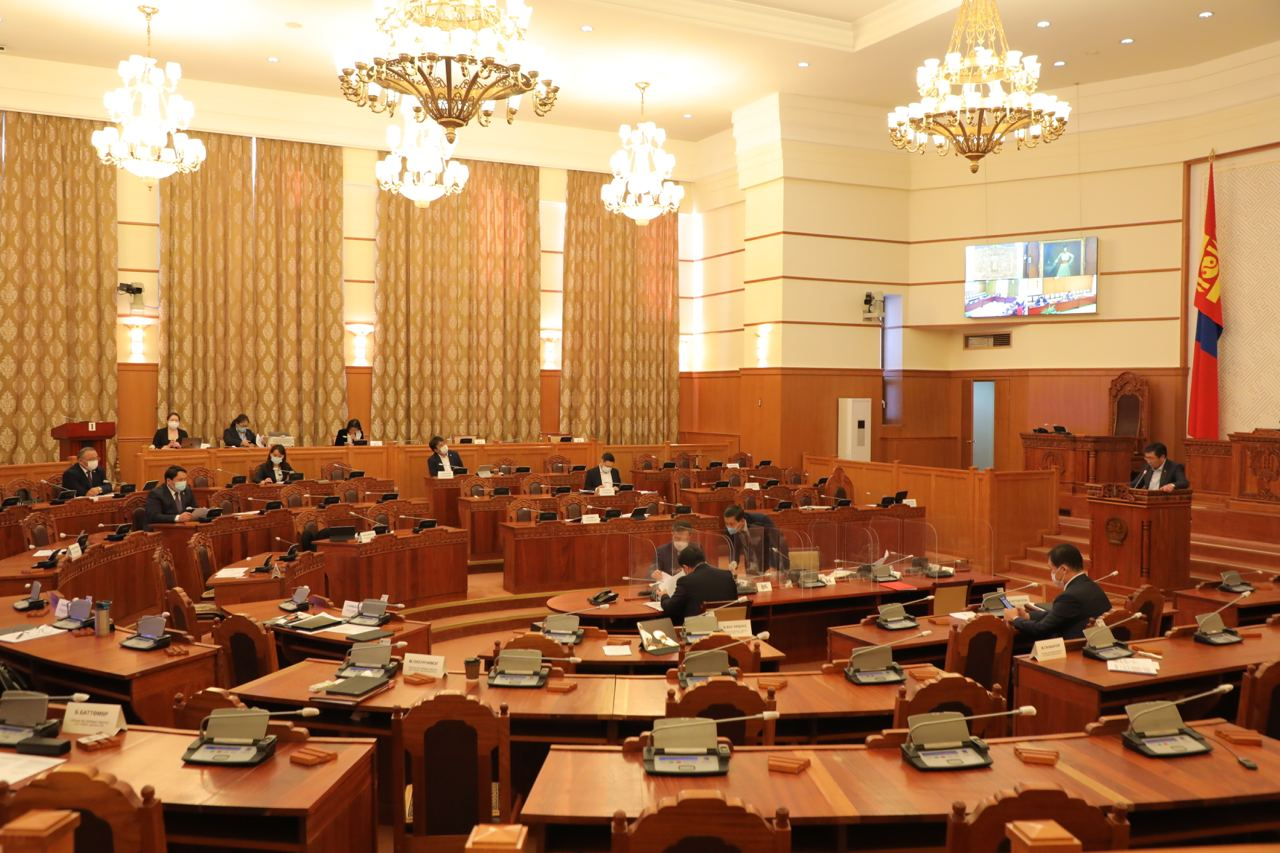 Монгол Улсын Үндсэн хуулийн цэцийн 2021 оны 04 дүгээр дүгнэлтийг хэлэлцэж байна