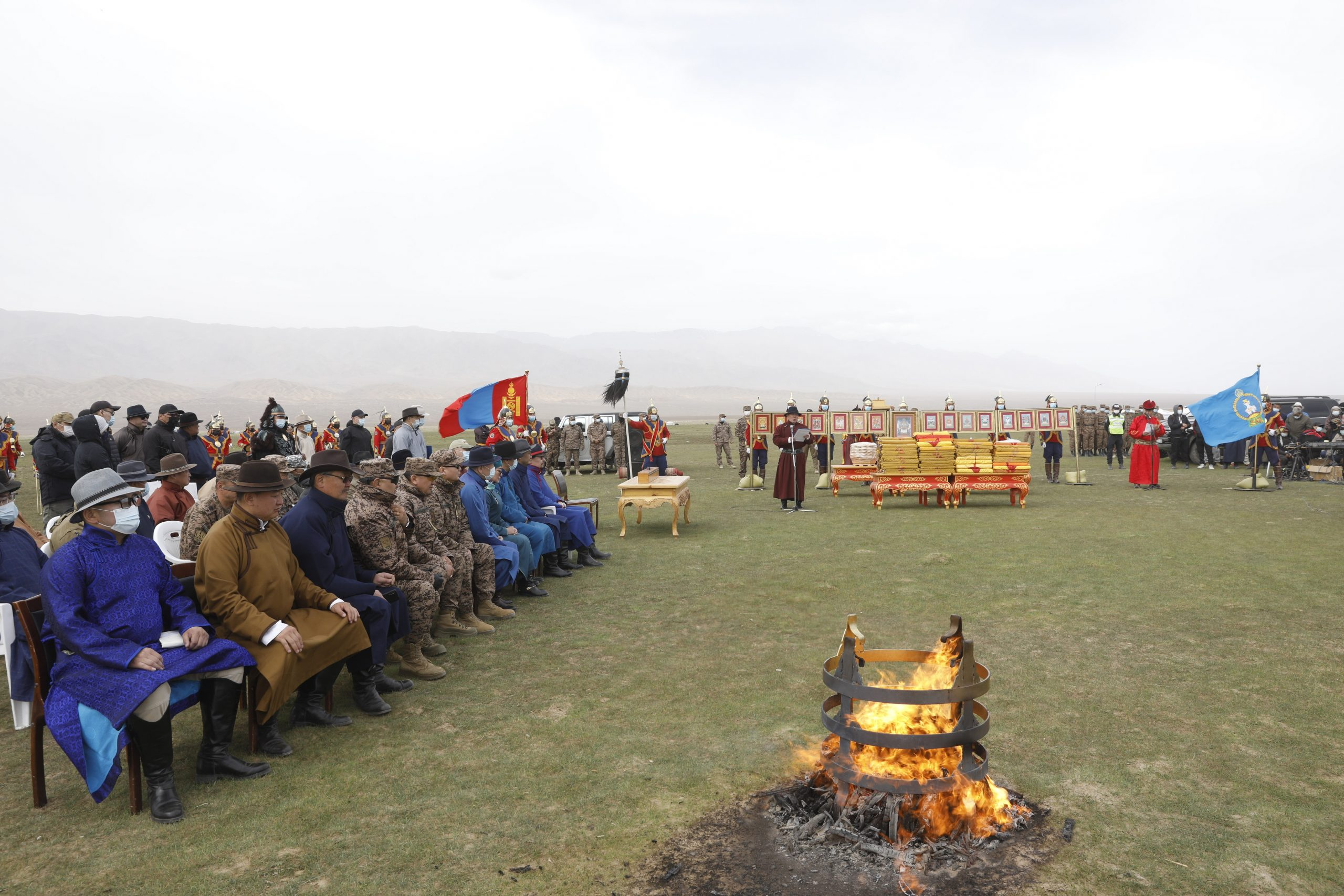 Баянхонгор аймгийн нутагт орших Их Богд хайрхны тэнгэрийг тайх анхны төрийн тахилгын ёслол боллоо