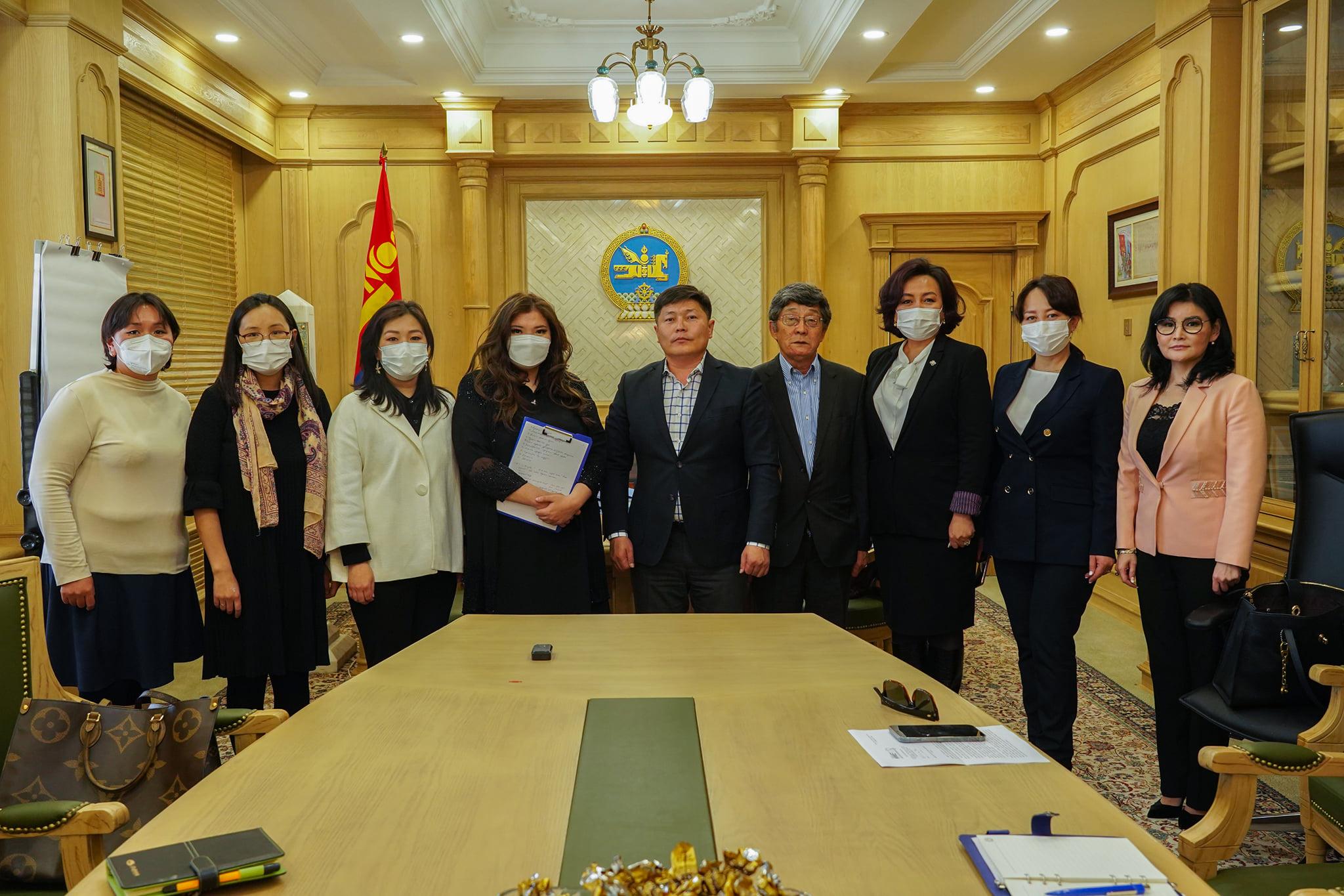 """Гишүүд """"Me too Mongolia"""" хөдөлгөөнийхөнтэй уулзлаа"""
