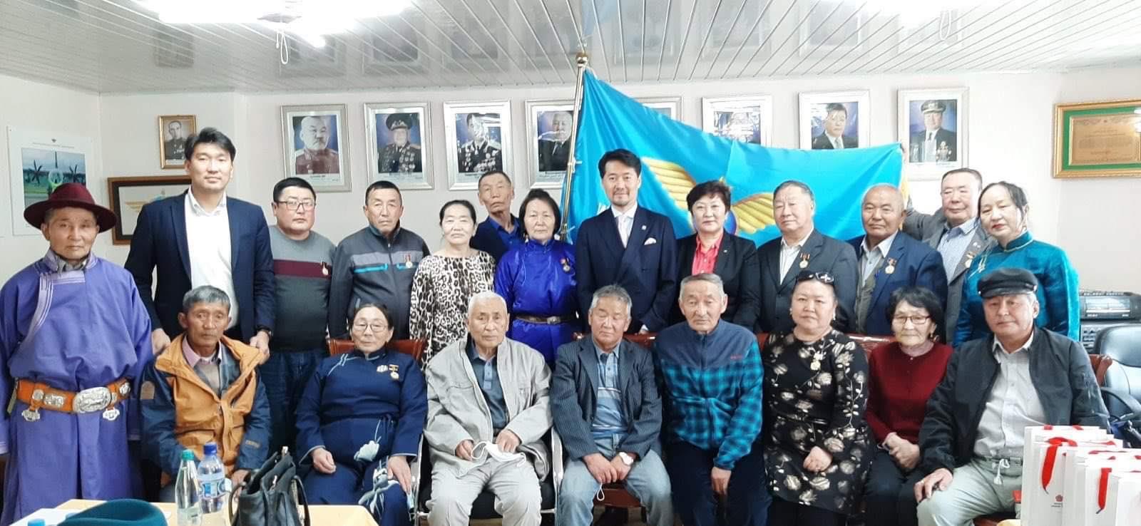 Иргэний нисэхийн ахмадуудаа МАН-ын 100 жилийн ойн медалиар шагналаа