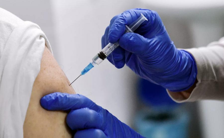 Халдвар авч байгаа 10 хүн тутмын ес нь бүрэн вакцингүй иргэд байна